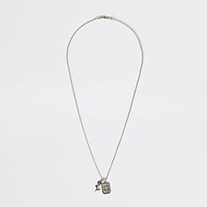 Silberfarbene Halskette mit Rosenamulettanhänger