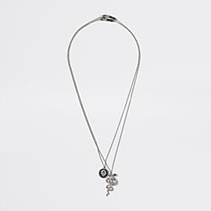 Silberfarbene Halskette im Lagenlook mit Schlangenanhänger