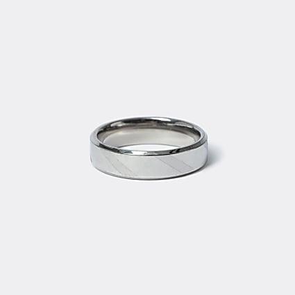 Silver colour striped ring