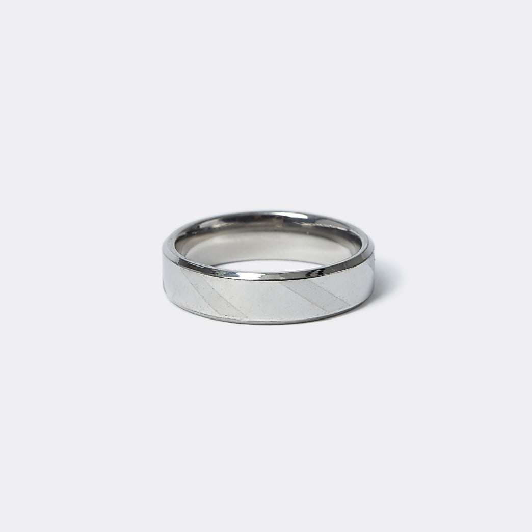 Silver colour striped ring