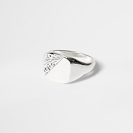 Silver detailed signet ring