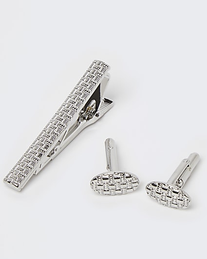 Silver embossed tie pin and cufflinks set