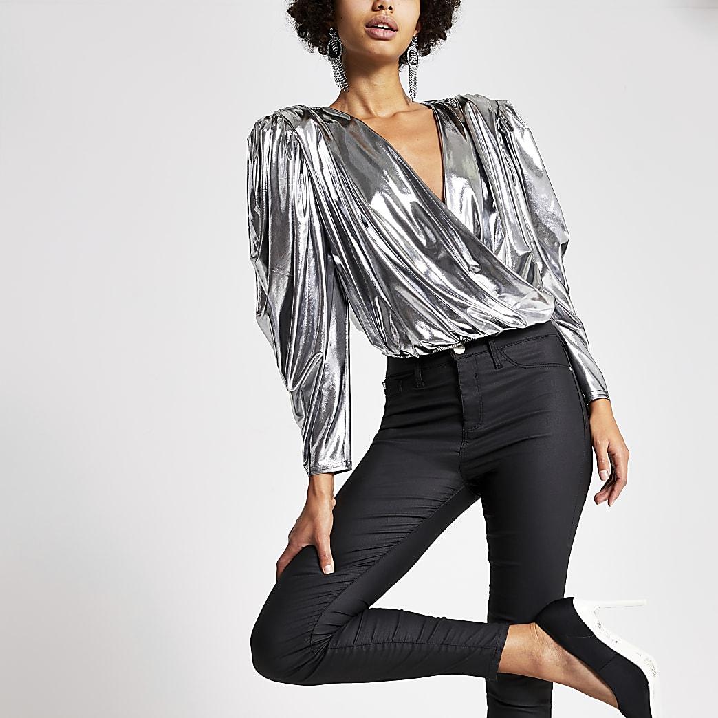 Zilverkleurige cropped top met lange mouwen en overslag voor