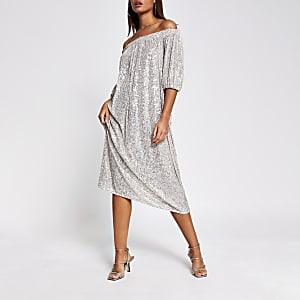Robe Bardot mi-longueà manches courtesà sequins argentée