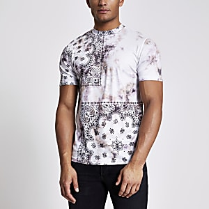 Slim Fit T-Shirt in Steingrau mit Batik-Waschung und Bandana-Muster