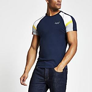 Superdry- T-shirt de baseballaux couleurs contrastées bleu marine