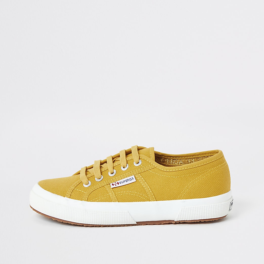 Superga - Gele canvassneakers met vetersluiting