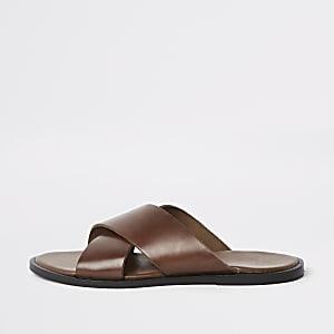 Sandales en cuir fauve à brides croisées