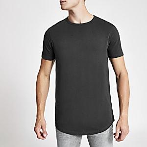 Langes schwarzes T-Shirt mit abgerundetem Saum im Washed-Look