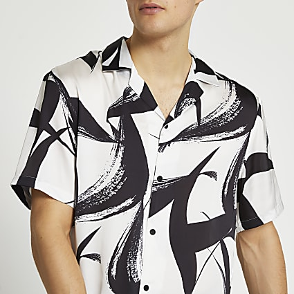 White & black abstract short sleeve shirt