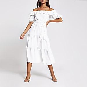 Gerüschtes Bardot-Midikleid in Weiß