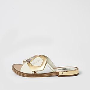 Sandalen mit überkreuzten Schnallen-Riemen in Weiß