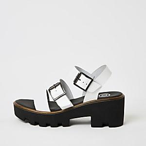 Witte stevige sandalen met bandjes met gespen