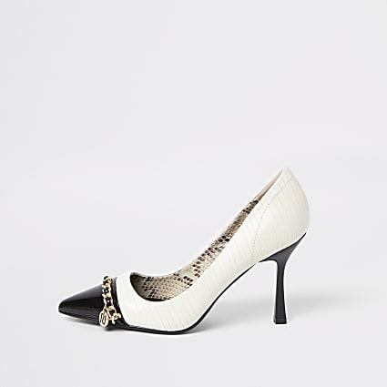 White chain detail court shoe