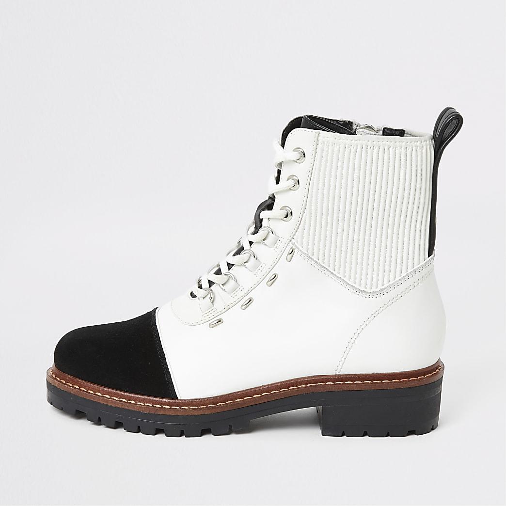 Witte contrasterende leren wandellaarzen met vetersluiting