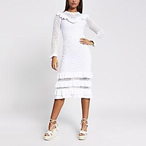 Robe mi-longue en crochet à volants blanche