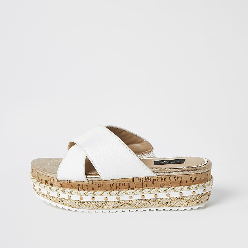 Sandales croisées à semelle plateforme blanches, coupe large