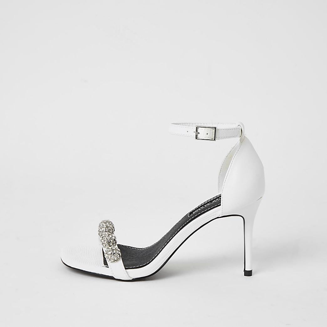 Witte sandaal met hak verfraaid met siersteentjes
