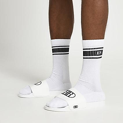 White embossed sliders and socks set