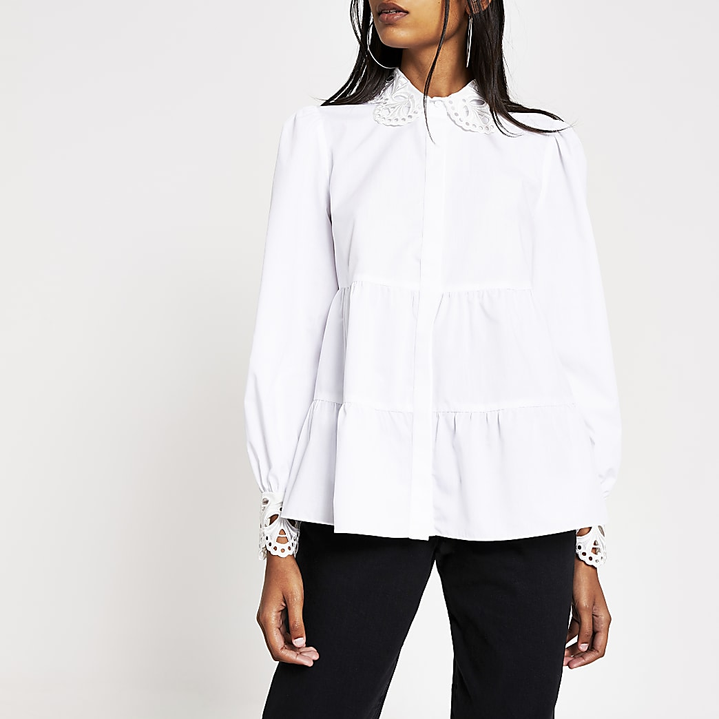 Chemise blancheà smocks avec col brodé