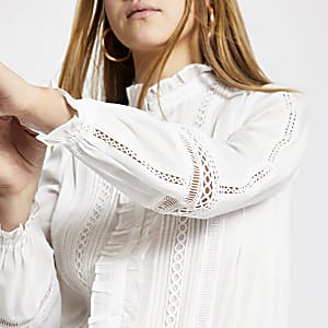 Weißes, langärmeliges Rüschenhemd mit Stickerei