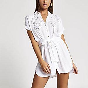 Weißes Strand-Hemdkleid mit Stickerei zum Binden