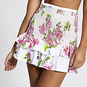 Mini-jupe de plage froncée à fleurs blanche