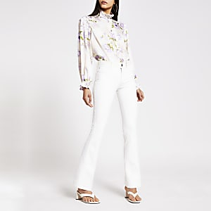 Witte high rise flare jeans met contrasterend stiksel