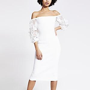 Robe mi-longue en organza blanche à fleurs brodées