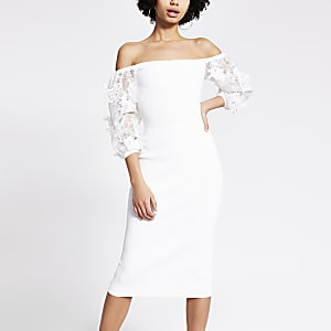 Witte midi-jurk met organzamouwen met bloemenborduursel