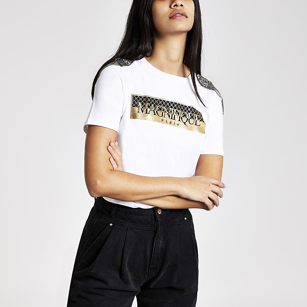 Wit verfraaid T-shirt met print op de schouder