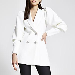 Taillierter, zweireihiger Blazer in Weiß mit Puffärmeln