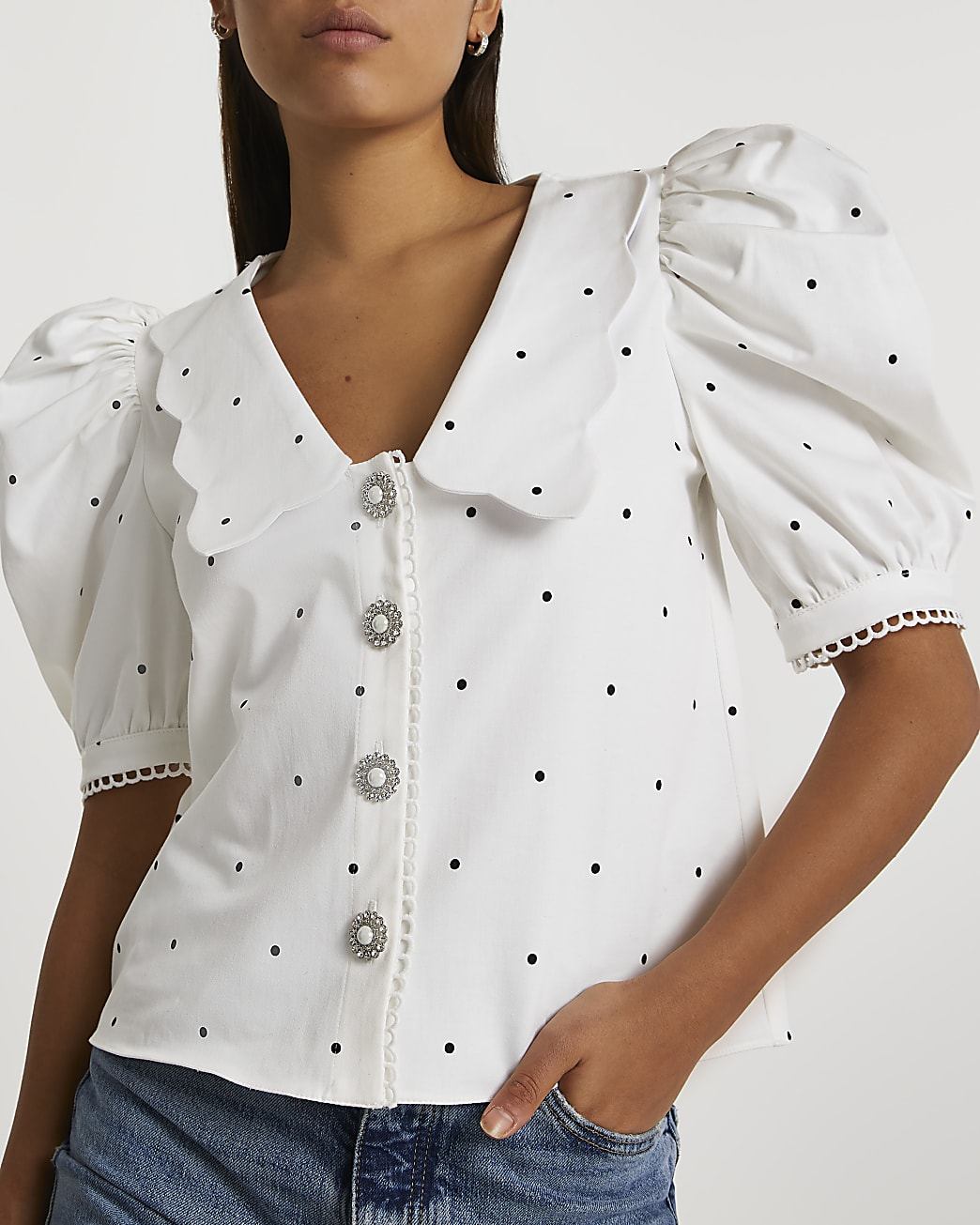 White puff sleeves scallop collar top