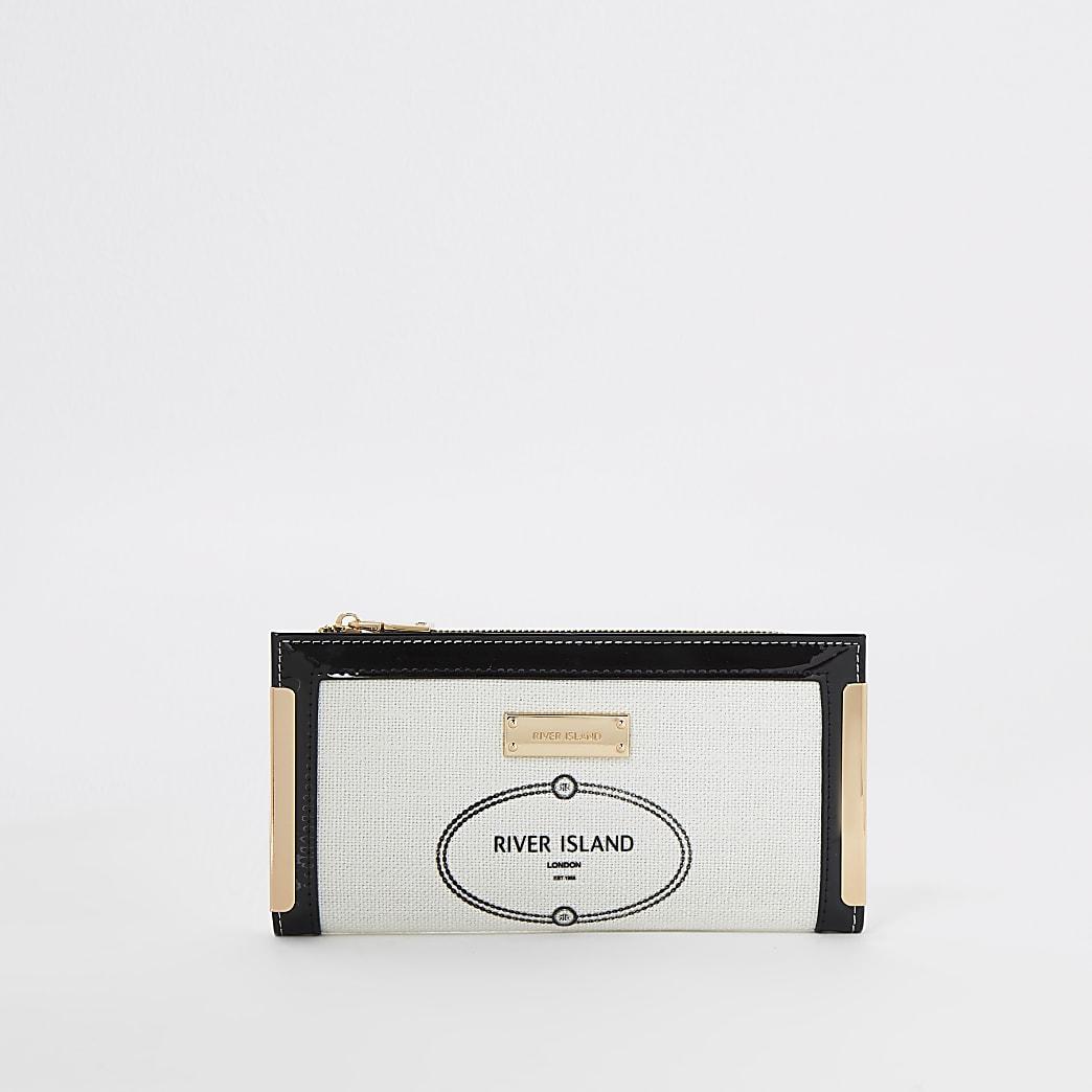 White RI metal corner purse