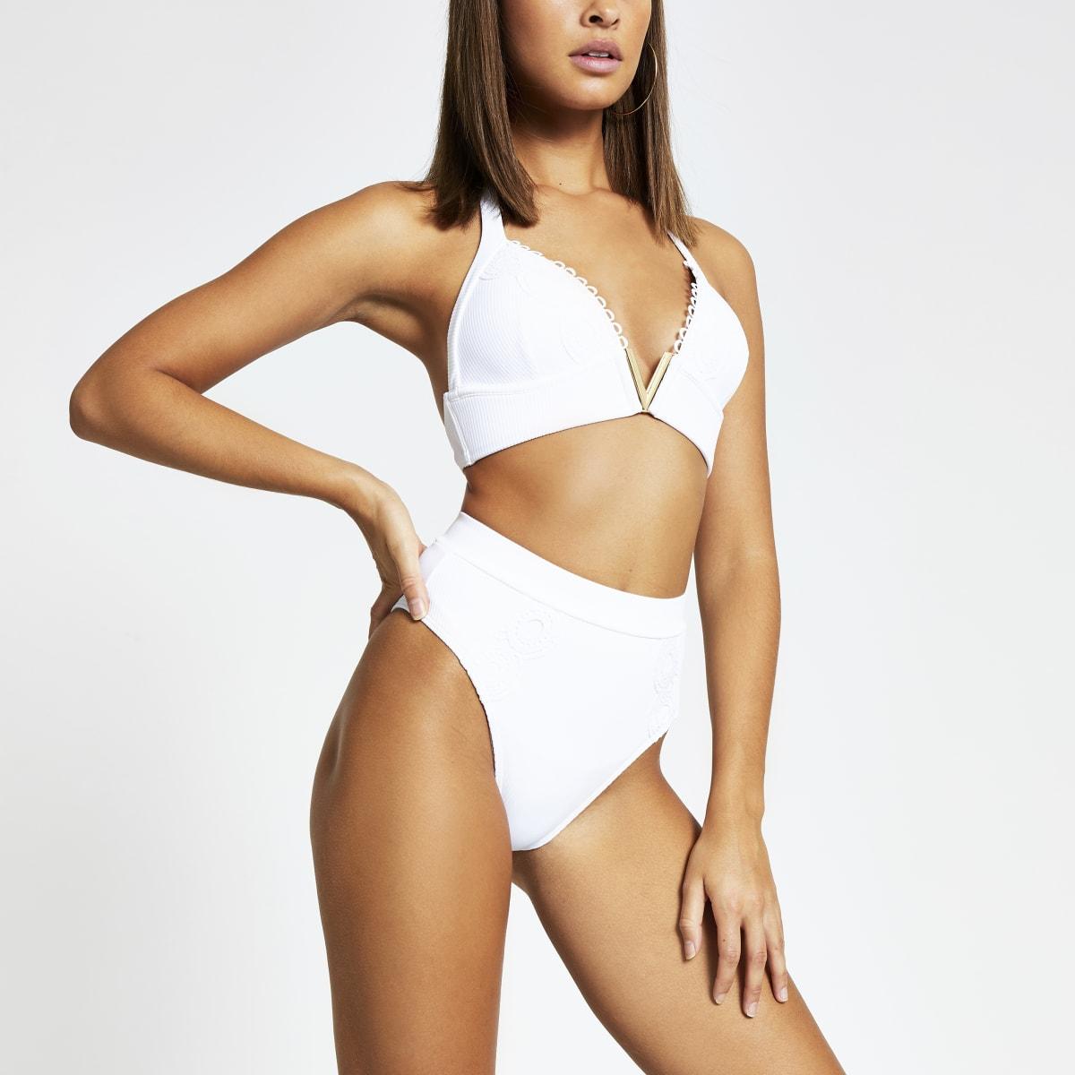 Gerippte Bikinihose mit hohem Bund in Weiß