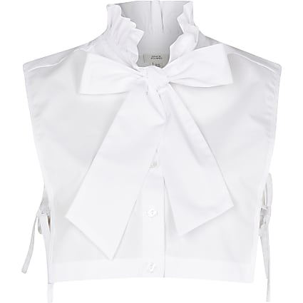 White ruffle collar bow bib