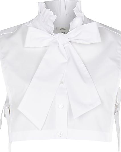 White ruffle collar bow bib