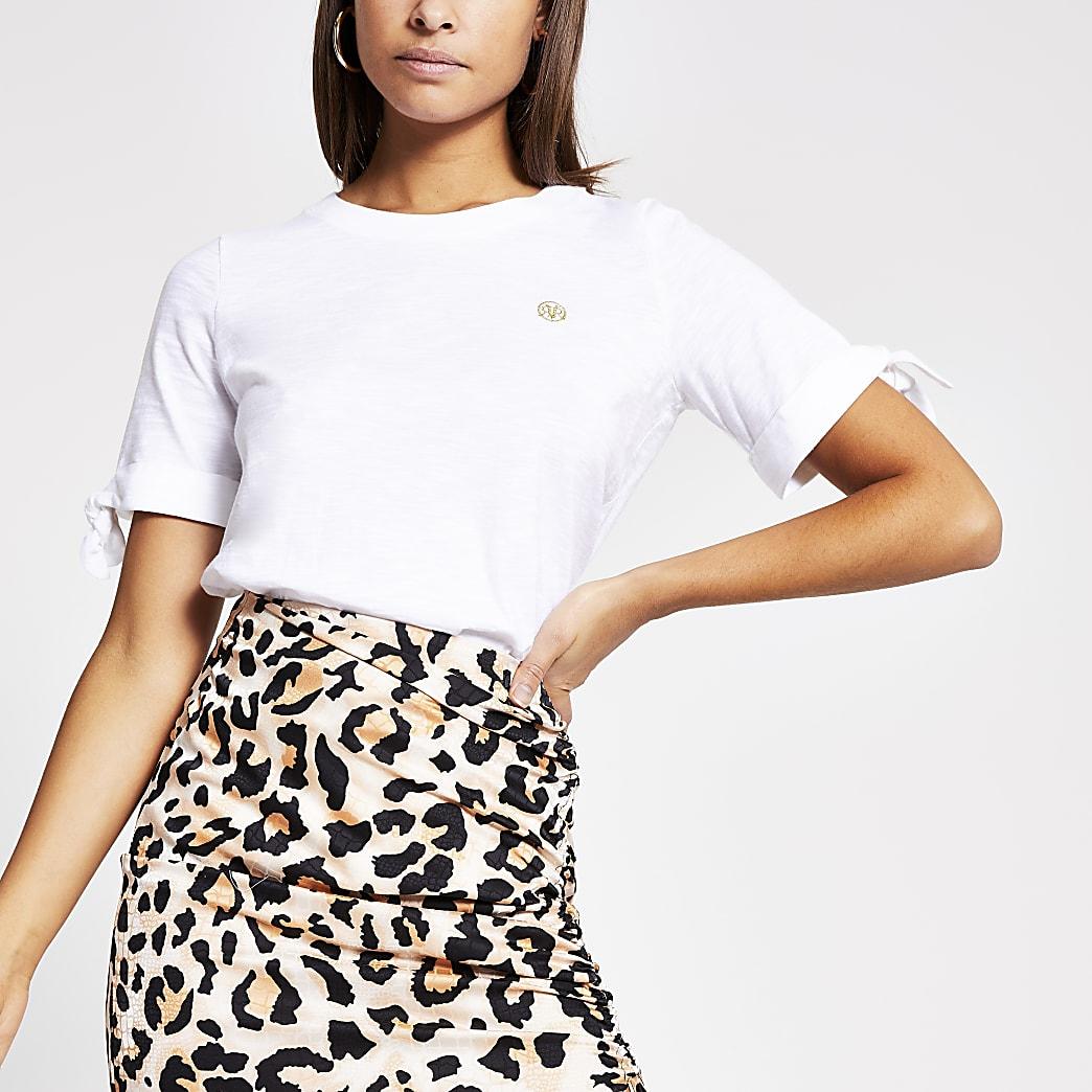 Wit T-shirt metRVR-print en strik op mouwen