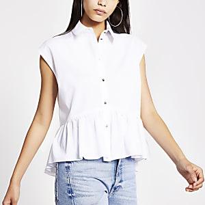 Wit overhemd met ongelijke zoom en korte mouwen