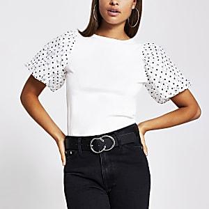 Wit T-shirt met kanten pofmouwen met stippen