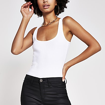 White square scoop neck vest