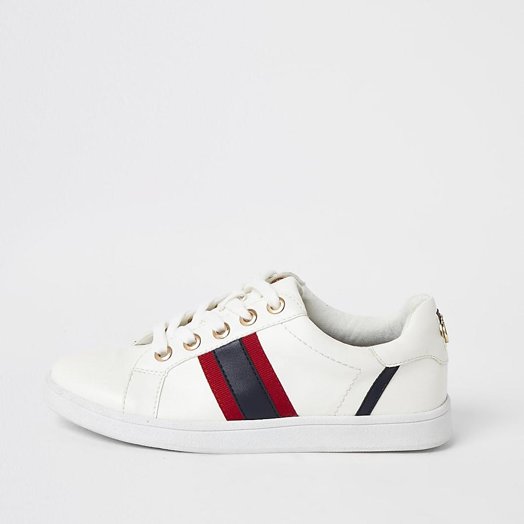 Witte wide fit sneakers met strepen en vetersluiting