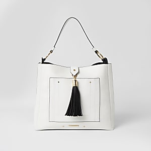 Witte ruimvallende tas met kwast en vak aan voorkant