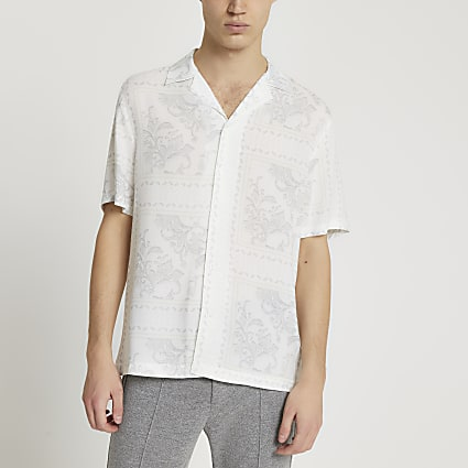 White washed paisley print short sleeve shirt