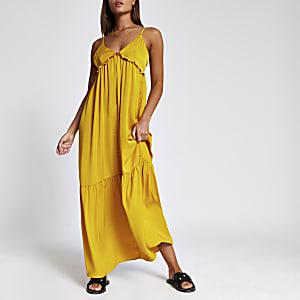 Gelbes Träger-Maxikleid mit Rüschen und V-Ausschnitt