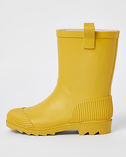 Yellow ribbed wellie boots